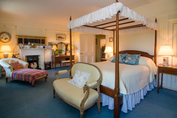the four poster bed at glenlohane luxurious country guesthouse
