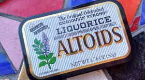 photo of an Altoids tin