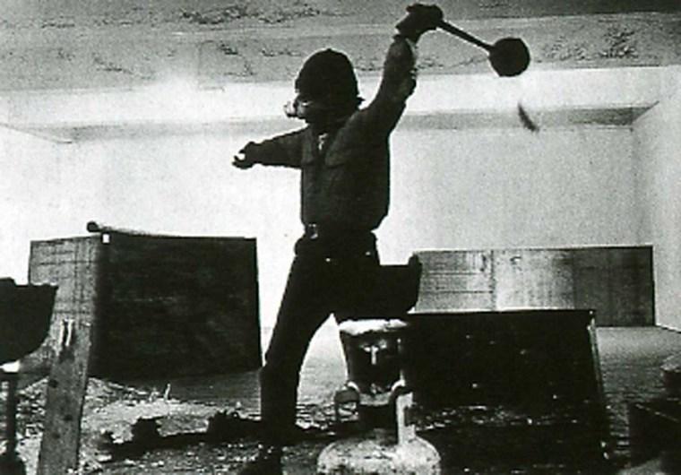 Richard Serra throwing molten lead, 1969