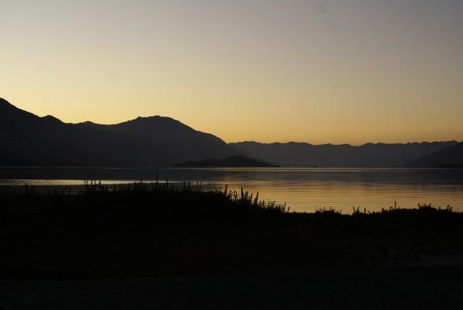 Lake Wakatipu aux premières du matin à Kinloch