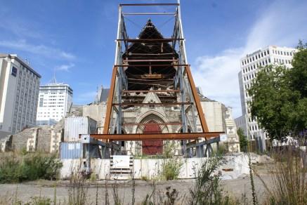 l'ancienne cathédrale qui n'accueille plus que les pigeons