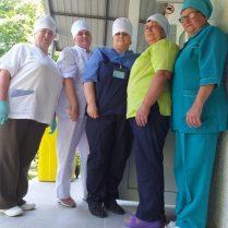 Ludmila LEAH, şefa secţiei boli contagioase (a doua din stânga) şi colegele de breaslă