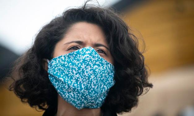 Experts warn that covid can live on clothes, but not masks