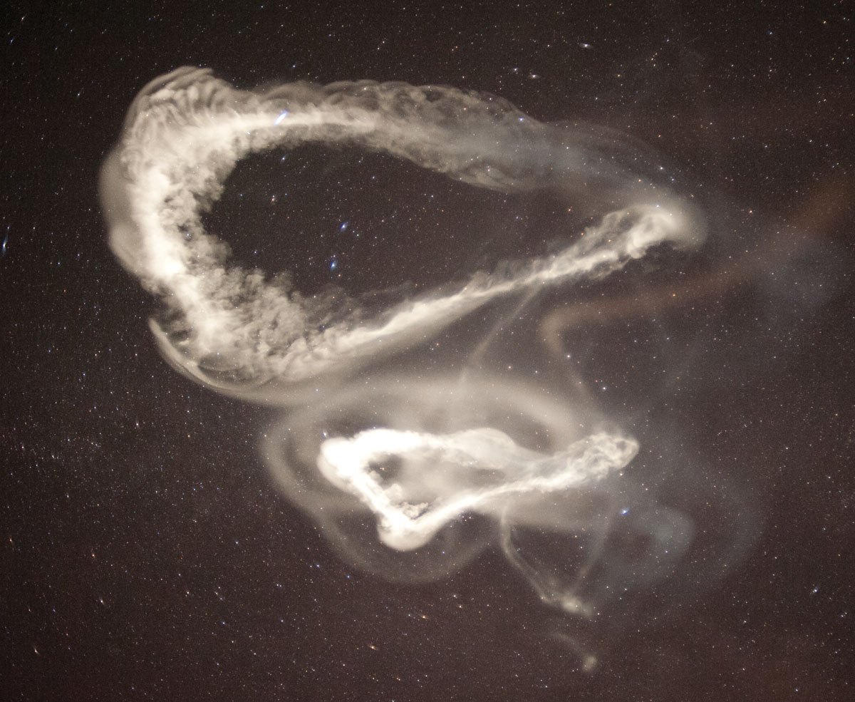 Sixty-five miles above the Earth, a ghostly swirl of chemicals reveals a mysterious current of air - Image by Miguel Larsen - Probing a mystery at the edge of space - glimpse