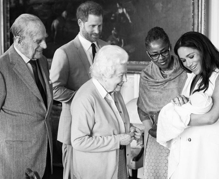 meghan markle introducing new royal baby to the queen