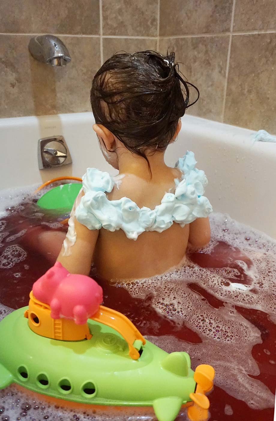 Ways for moms to make bath time more fun. Brought to you by Glitter and Bubbles.