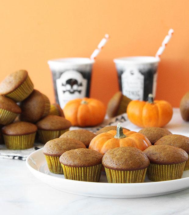 A recipe for mini pumpkin muffins.