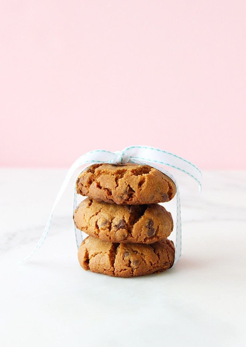 An easy dessert recipe for gluten free chocolate chip cookies.
