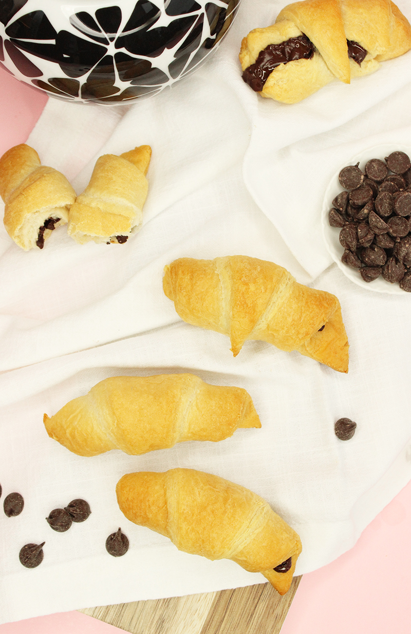 How to make chocolate croissants.