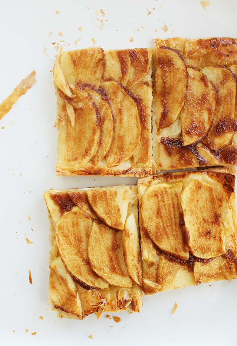 Cutting the French apple tart.