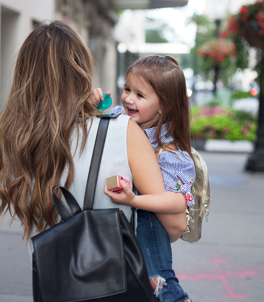 A mother daughter photo on Oak Street in Chicago.
