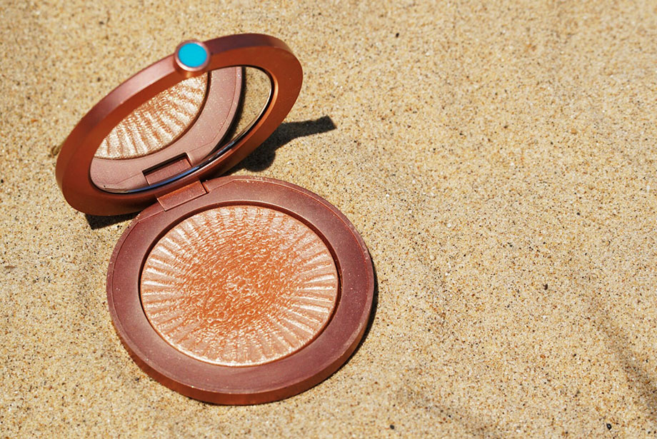 Estes Lauder Bronzer on the beach.