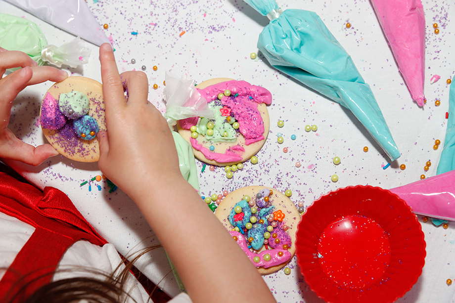 Kids decorate cookies at the Swissotel.