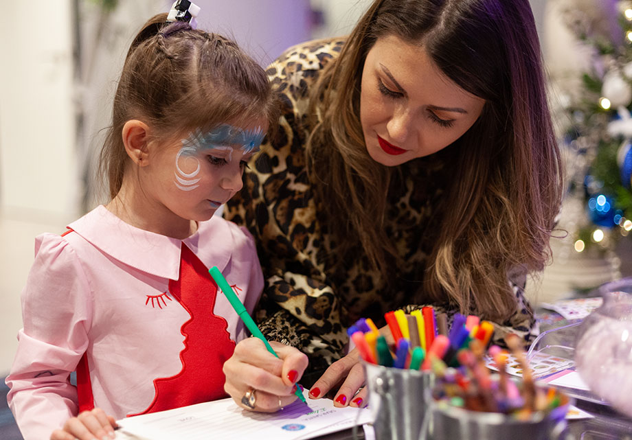 Corri McFadden helps her daughter Zelda write a letter to Santa.