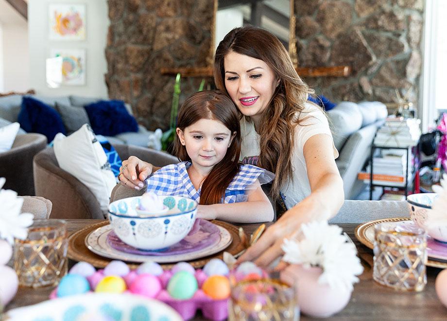 Corri McFadden shows Zelda how to create the perfect Easter table.