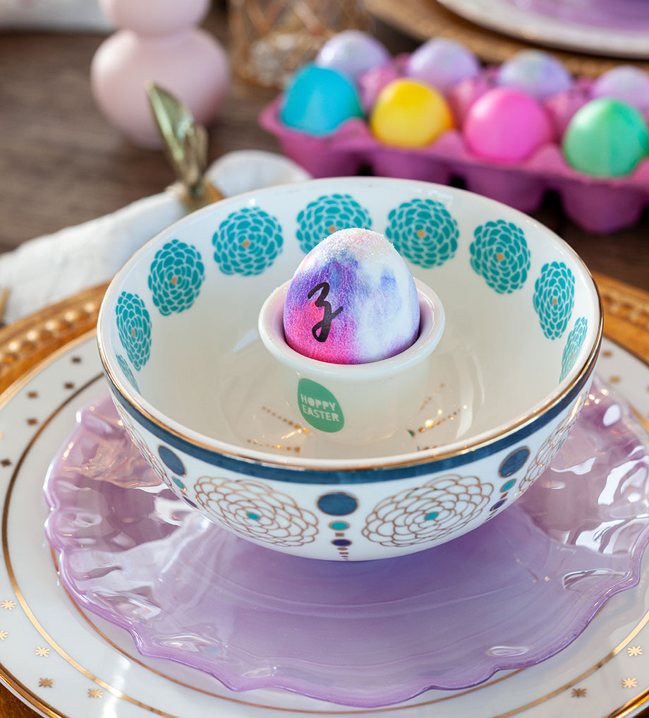 An easy egg place setting for Easter.
