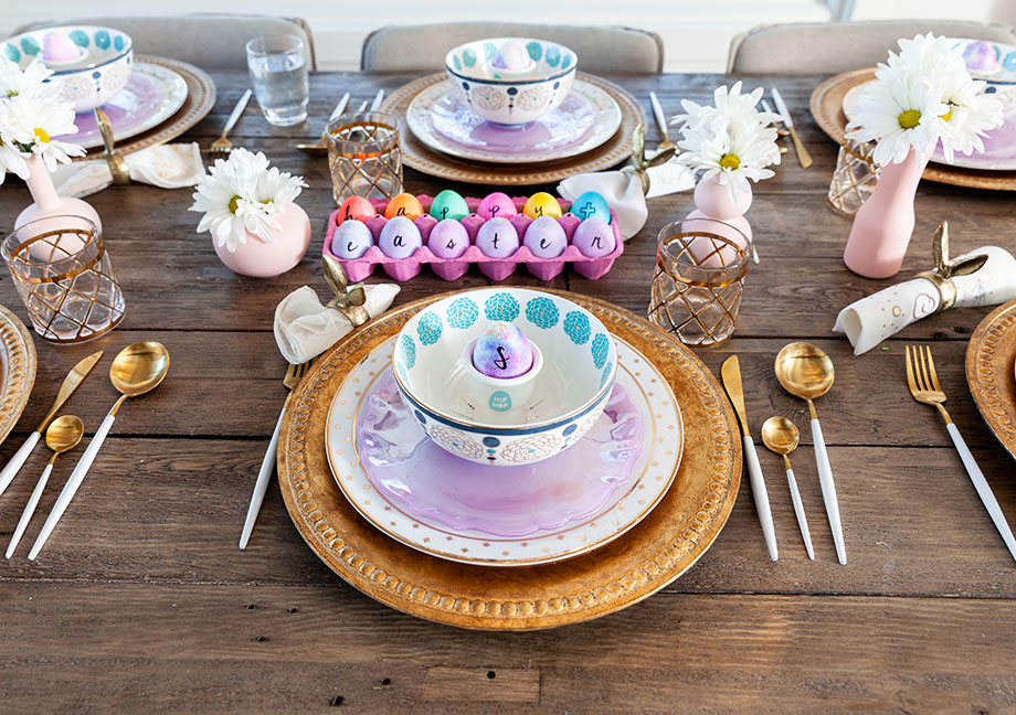 An adorable Easter place setting on Glitter and Bubbles.