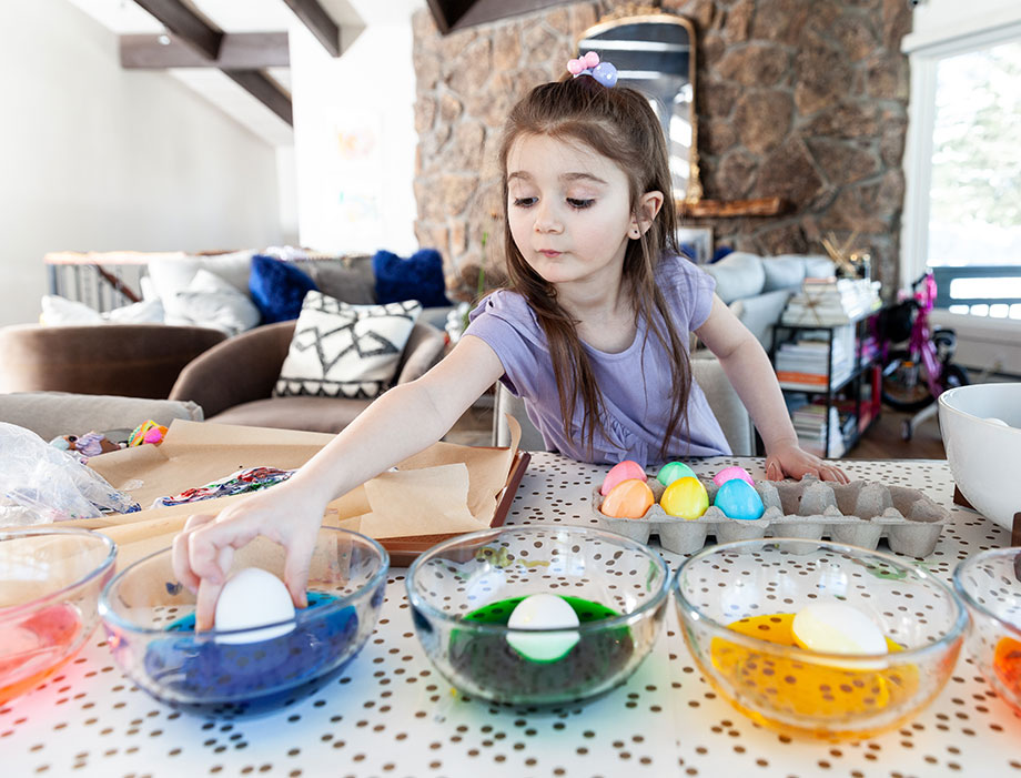 How to dye Easter eggs with your kids on Glitter and Bubbles.