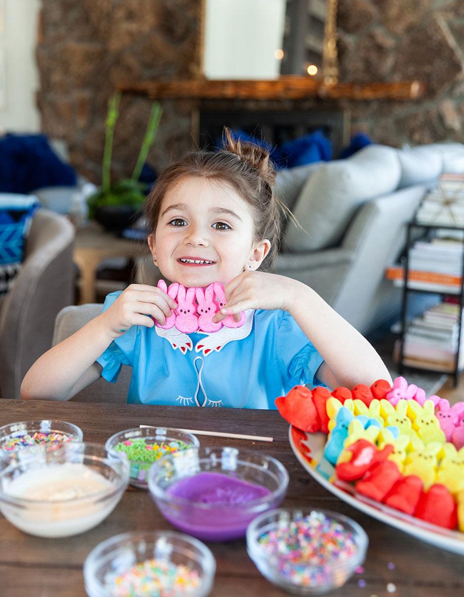 A fun and easter Peep Easter centerpiece DIY.