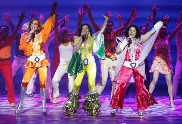 FLTR Kate Normington (Tanya), Gina Shmukler (Donna), Ilse Klink (Donna) in Mamma Mia!