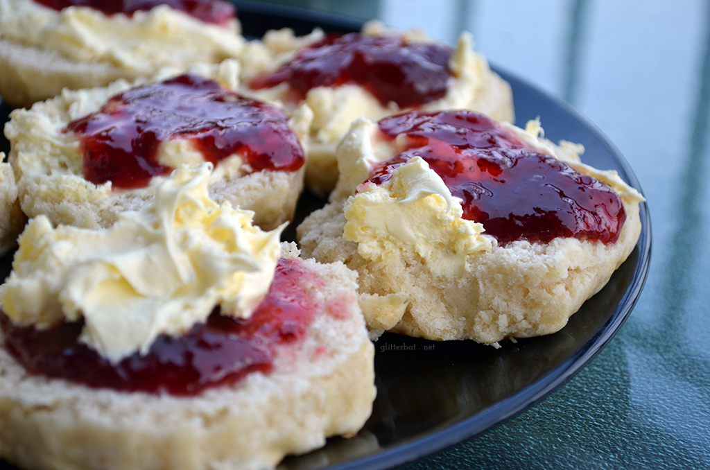 Cornish vs Devon Cream Tea