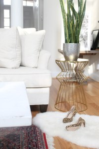 How to Distress A Shabby Chic Coffee Table (the Easy Way ...