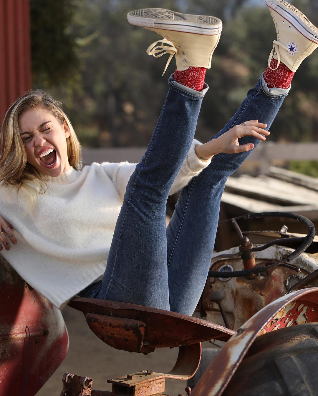 Miley Cyrus Has a Converse Collection on the Way  e4e27b0ff