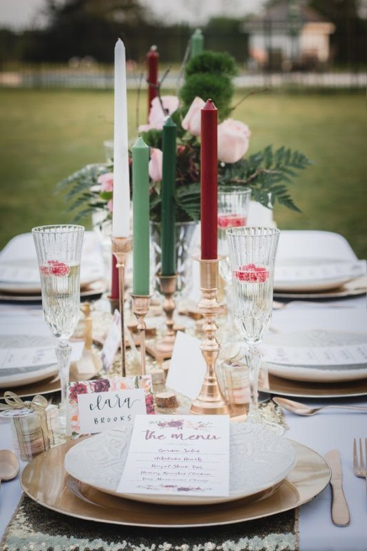 gold cranberry green tablescape