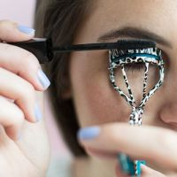 How to Apply Mascara with Easy Tips - Womenitems.Com