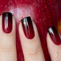 Regilla - Red Black Ombre Nails,