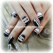 nail design glitzy fingers