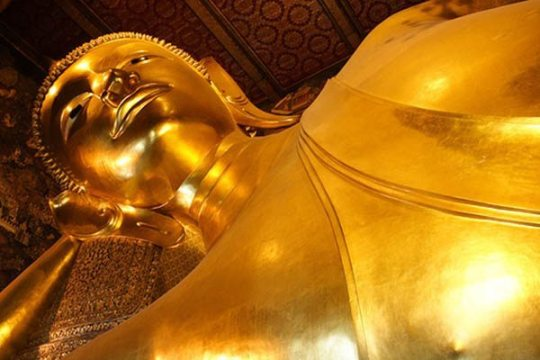 reclining golden buddha at Wat Pho