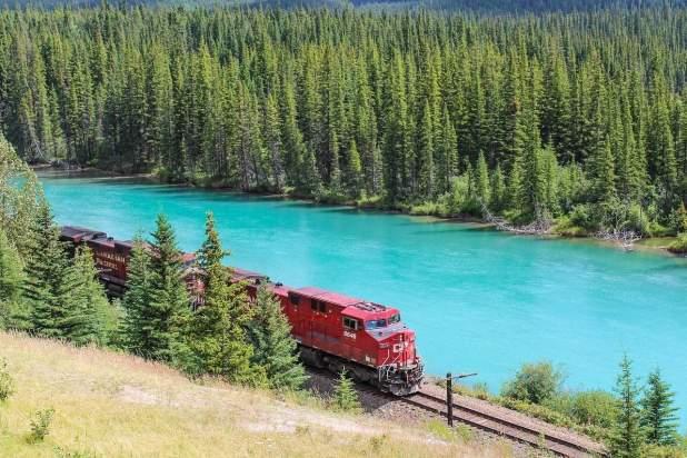 train-1542096_1280