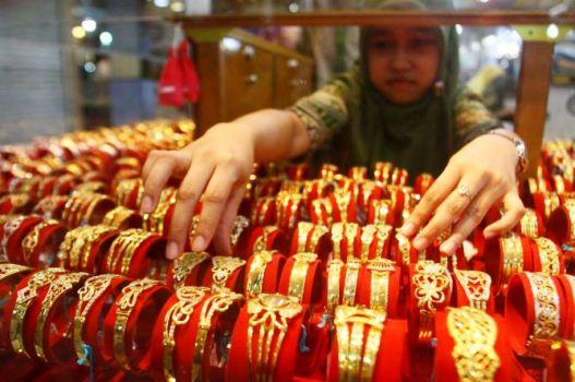 Perhiasan emas menjadi salah satu andalan ekspor Jawa Timur selama tahun 2015.