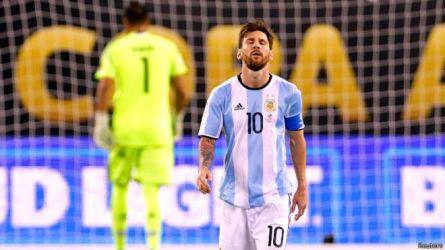 GN/BBC Raut muka penyesalan Lionel Messi seusai gagal melakukan eksekusi penalti.