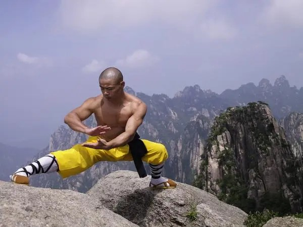 shaolin monk martial arts on mountains