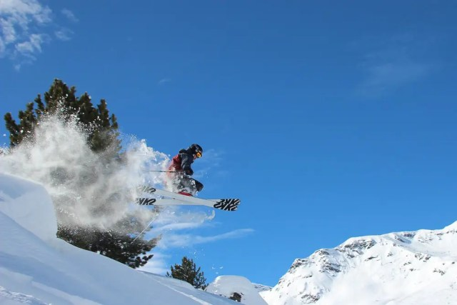 how to become a ski snowboard instructor