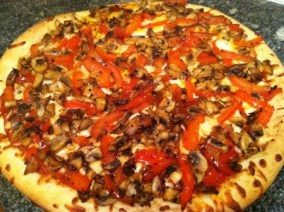 A delicious dairy-free mushroom, red bell pepper and garlic pizza with Go Veggie! Mozzarella Flavor Shreds.