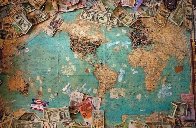Money on a map, Christine Roy, Unsplash.com