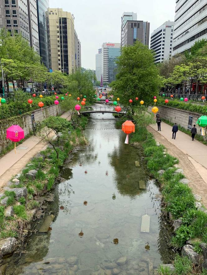 Cheonggyecheong River Walk in Seoul on our Asian adventure