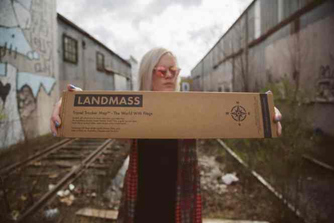 Landmass travel map box