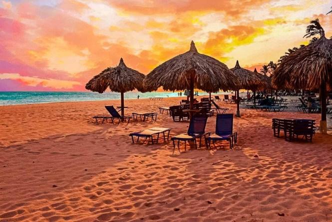 Colorful sunset on an Aruban beach