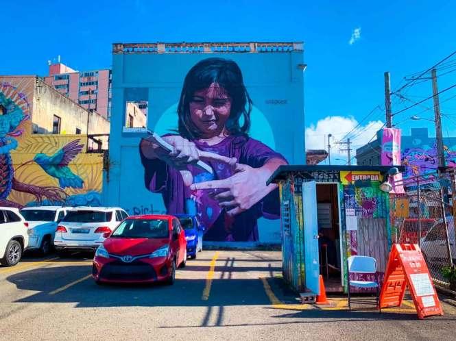 santurce street art of artistic little girl
