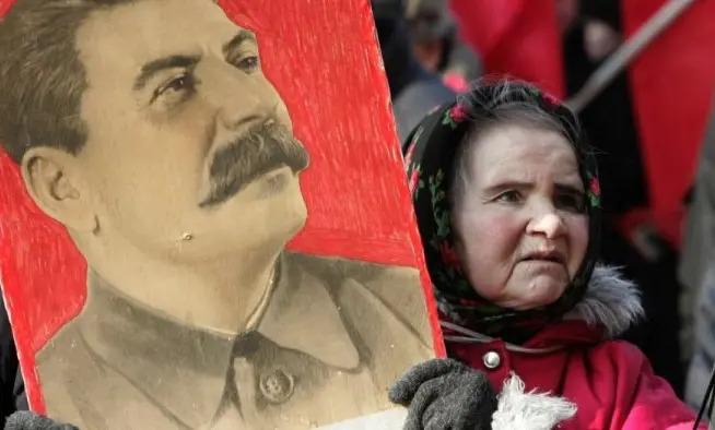 Lowy responde a Zizek: «No hay grandeza interna en el estalinismo»