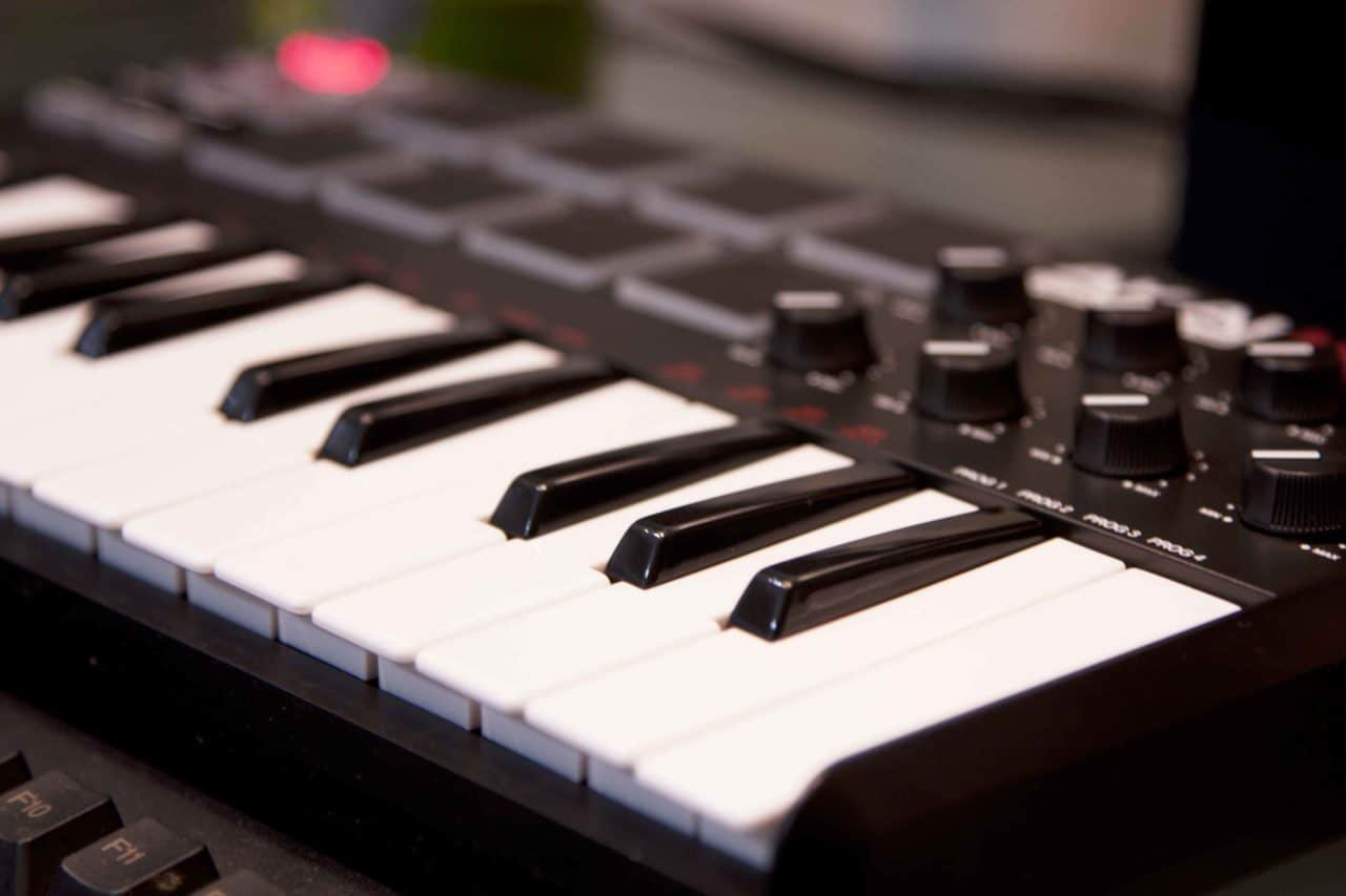 The Best Cheap MIDI Keyboard for Home Recording Studio in 2018