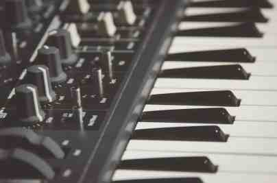 how to make electronic music - MIDI KEYBOARD