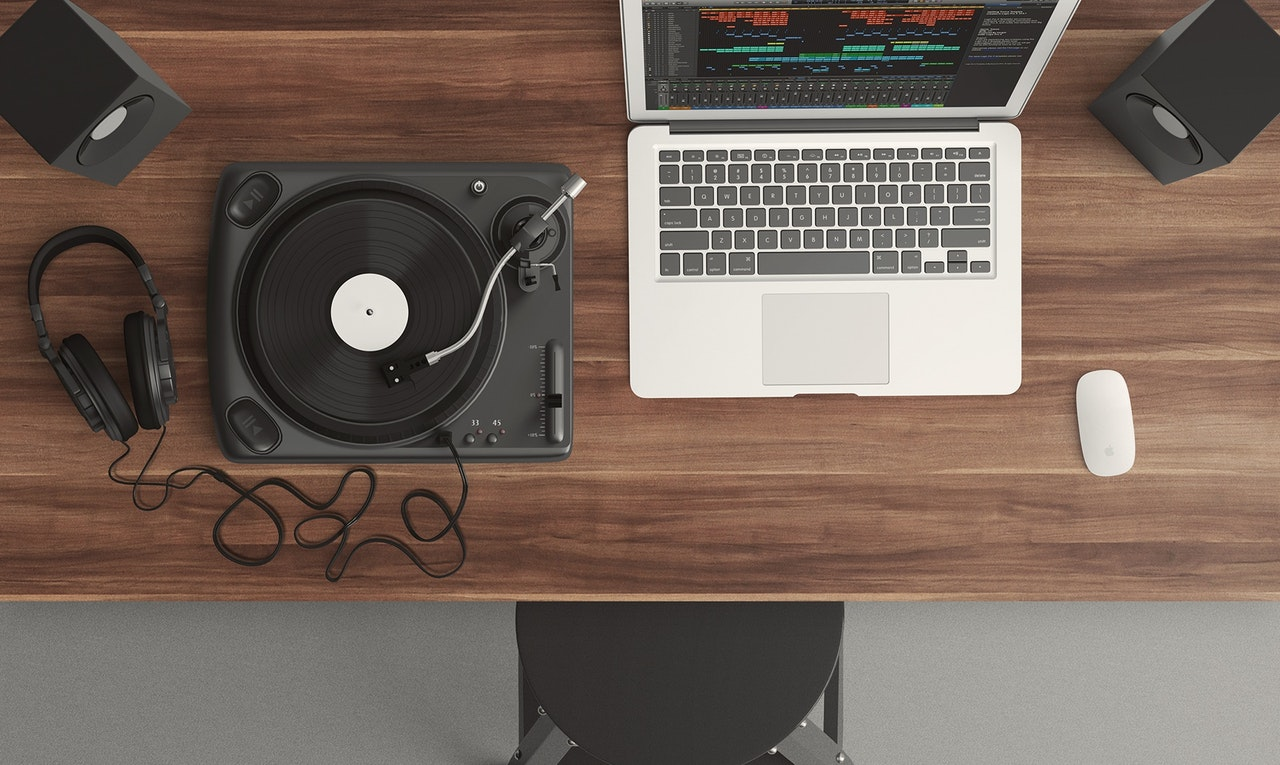 10 Gifts for DJs and Music Producers
