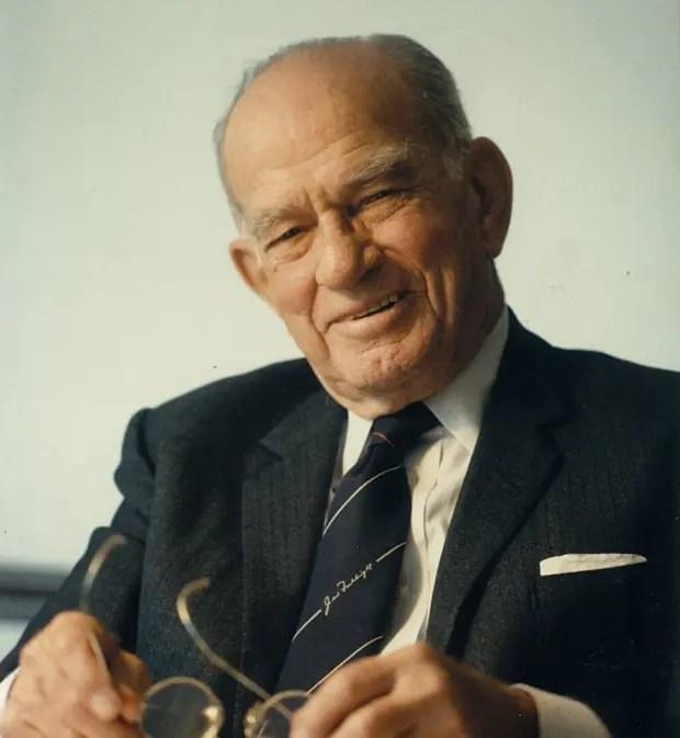 「フルブライト奨学金」は、第二次世界大戦終了直後に「世界平和を達成するためには人と人との交流が最も有効」との信念を持ったフルブライト上院議員が米国議会に提出した法案に基づき1946年に発足。