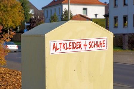 https://pixabay.com/de/altkleider-container-1009499/