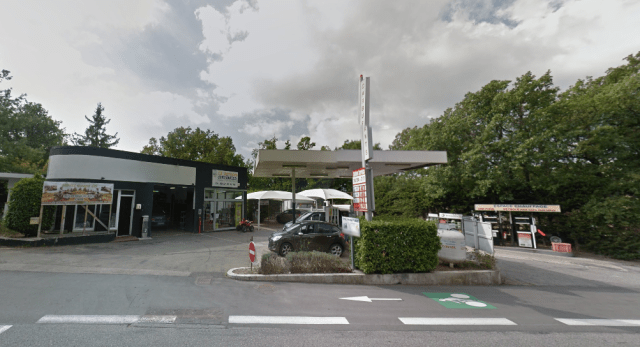 mr-beans-holiday-petrol-station-sv.PNG